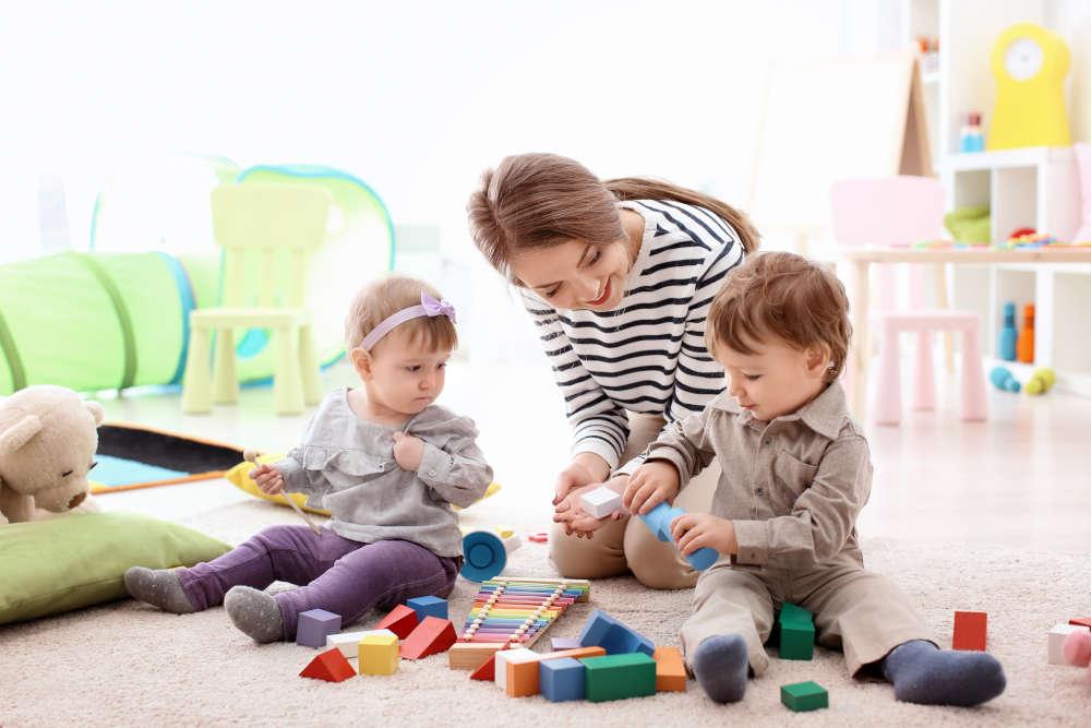 Babysitter- Checken Sie die Kinderbetreuung