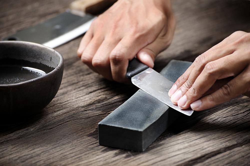 Die Checkliste Messer richtig schärfen hilft im Haushalt