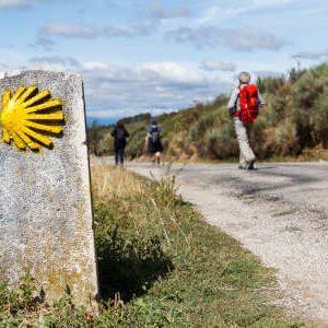 Was man unterwegs auf einer Pilgerreise wirklich benötigt erfahren Sie in unserer Checkliste Pilgern